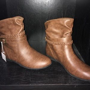 American Eagle brown leather boots